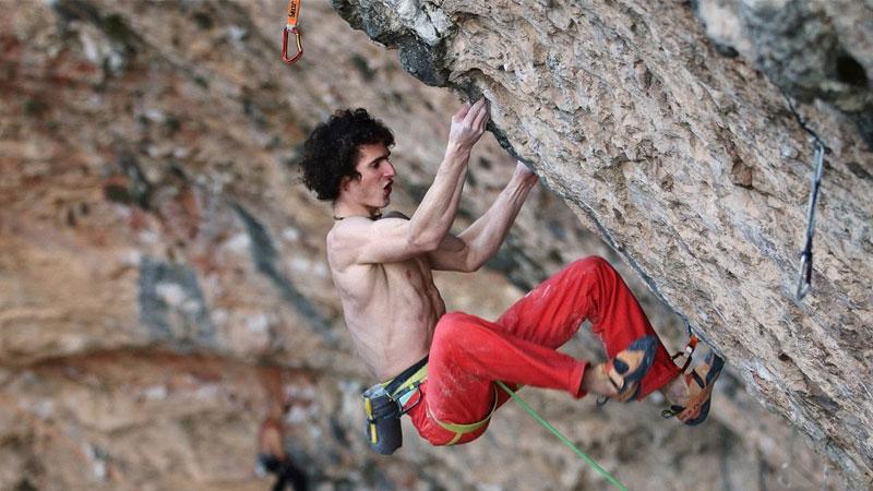 Adam Ondra escalador
